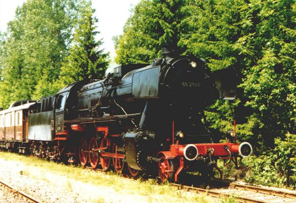 Class 50 in the Blumberg Tolhaus station (06-98)