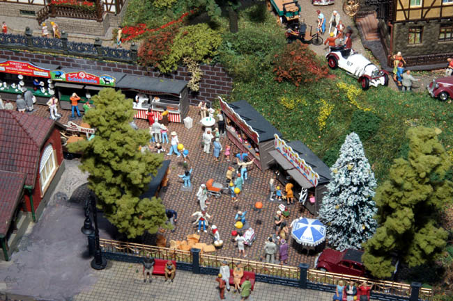 Fun-fair stalls in Neuffen, new picture, same object (November 22, 2005)